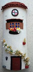 Teja decorada decorativa artesanal en relieve casa blanca enredadera 800