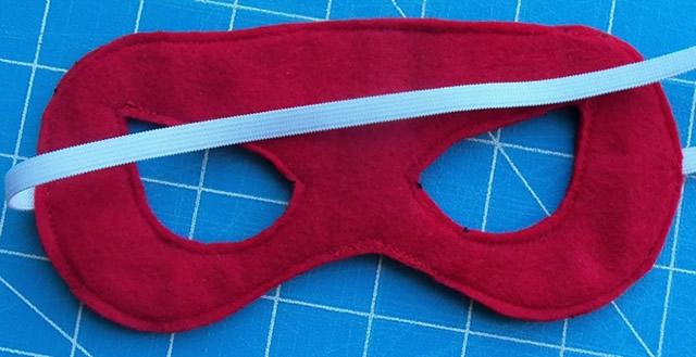 coser el borde de la máscara