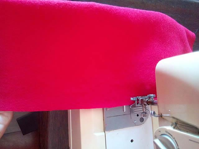 coser el fieltro rojo