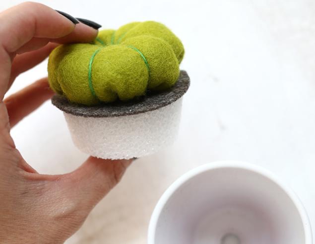 pegue el cactus en fieltro y espuma de poliestireno