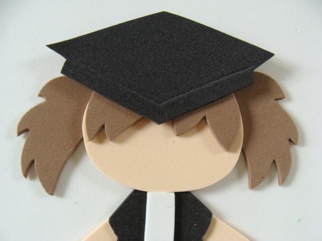 poner el pelo-sombrero-y-detalle-ropa