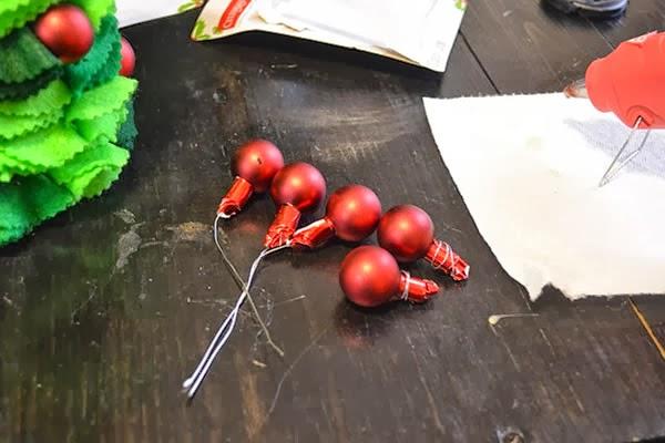 Prepara las bolas navideñas