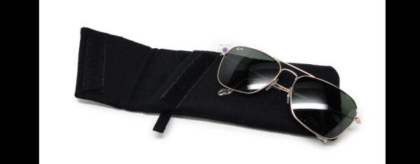 estuche de gafas negro