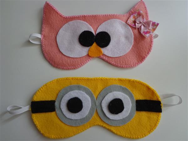 personajes de máscaras para dormir sobre fieltro