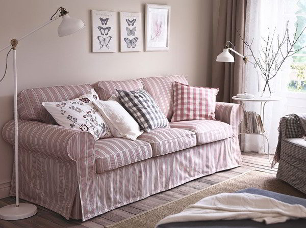 cubierta colorida del sofá