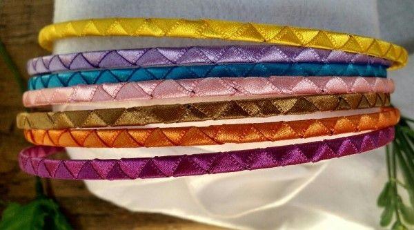 cinta de raso con tiaras cubiertas con fina