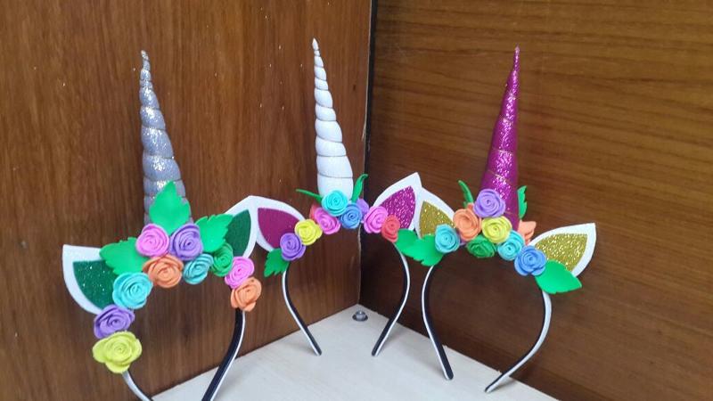tiara de unicornio colorido