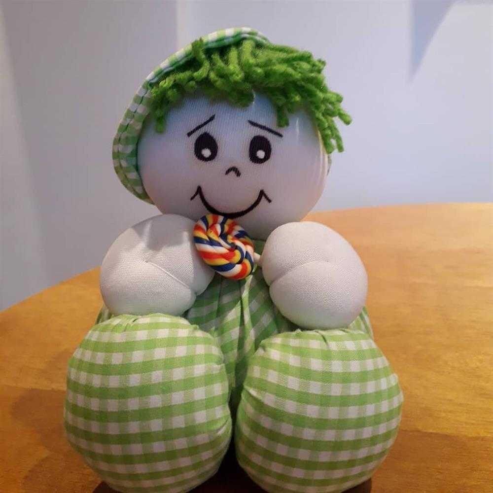 muñeca de tela decorativa