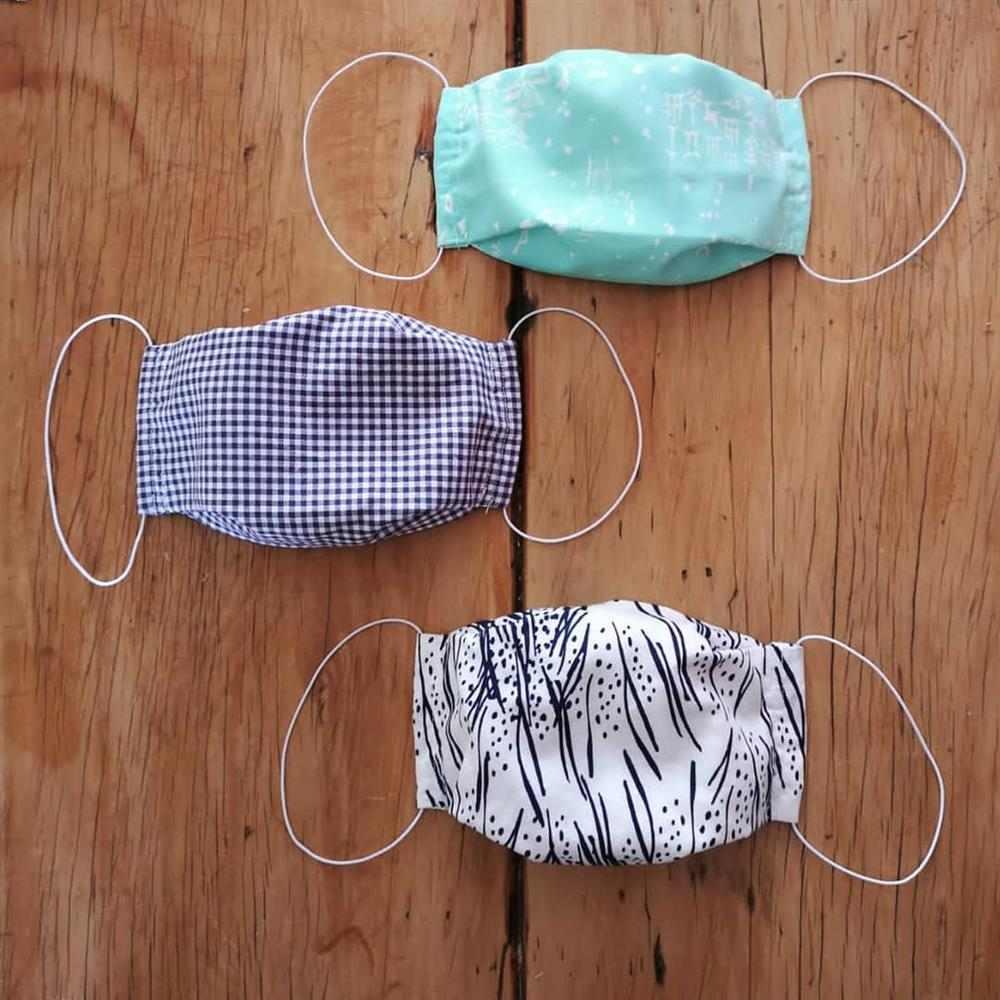 máscara de tela con pliegues