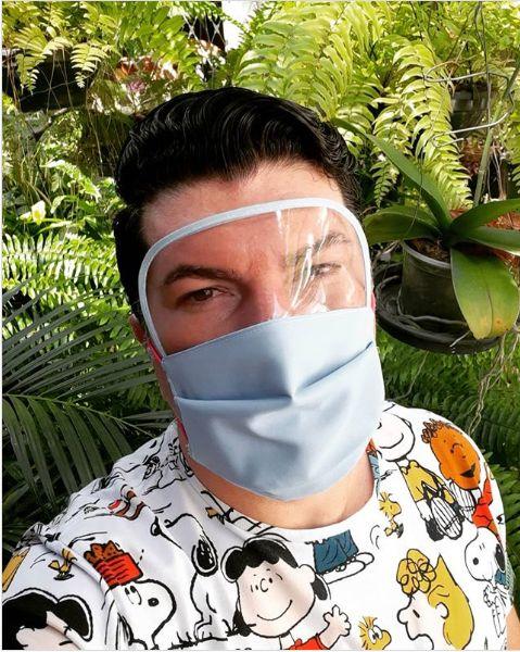 máscara de protección masculina