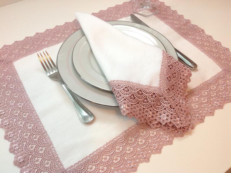 servilleta con tela de encaje