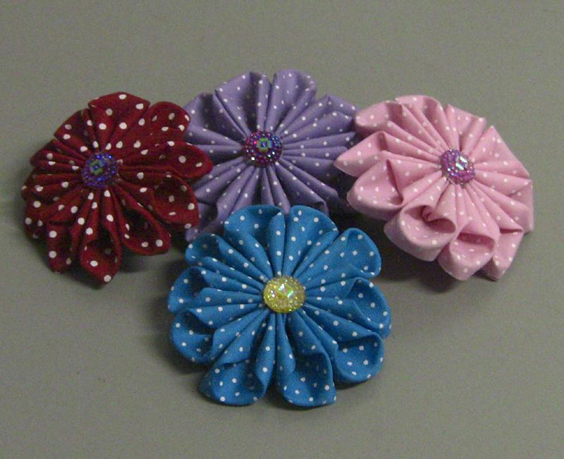 flor con tela colorida