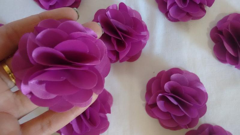 flor con tela morada