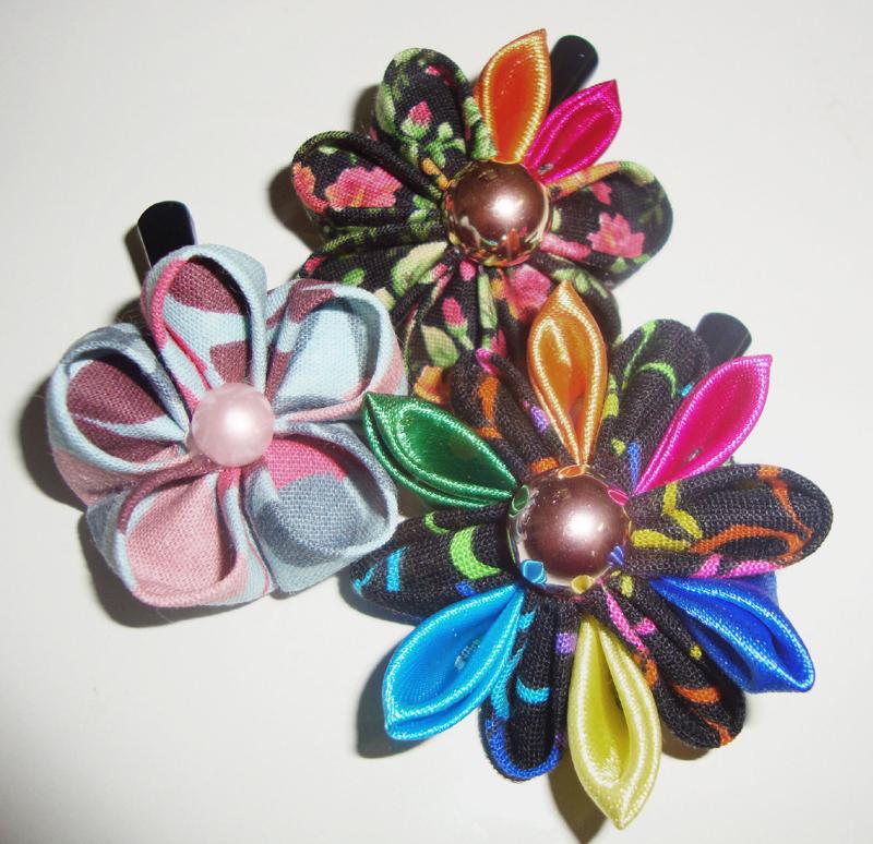 flor con tejido de cuentas
