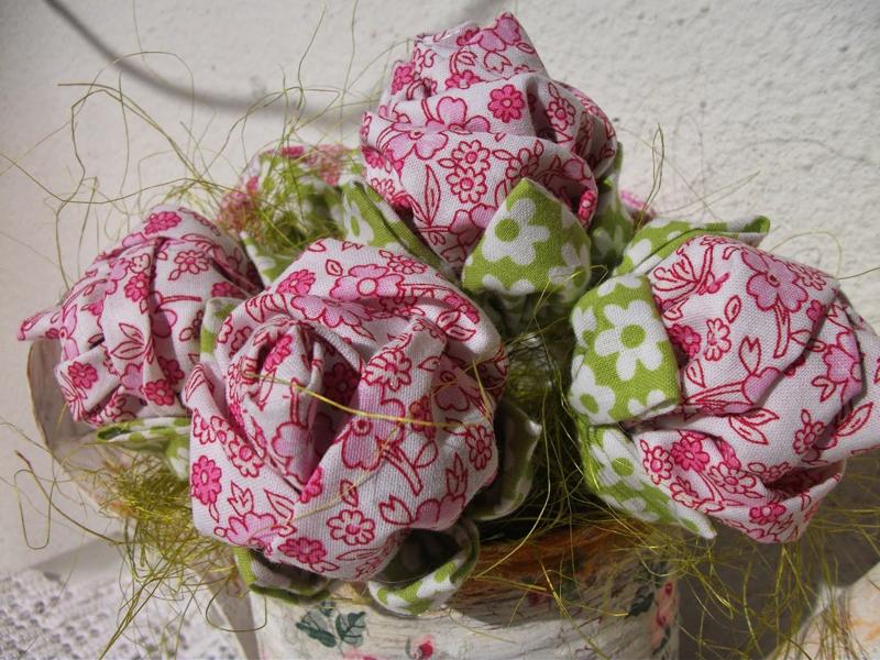 flor con tela rosa