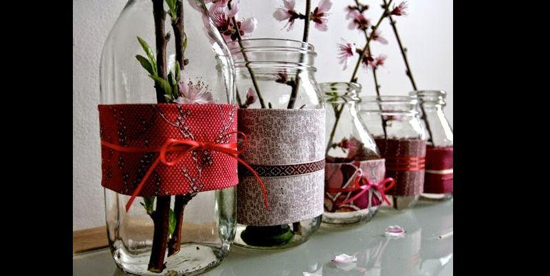 maceta de vidrio decorada con tela y cinta