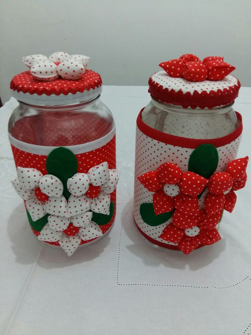 maceta de vidrio decorada con tela con relleno de yo - yo
