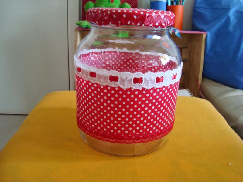 maceta de vidrio decorada con tela de poa