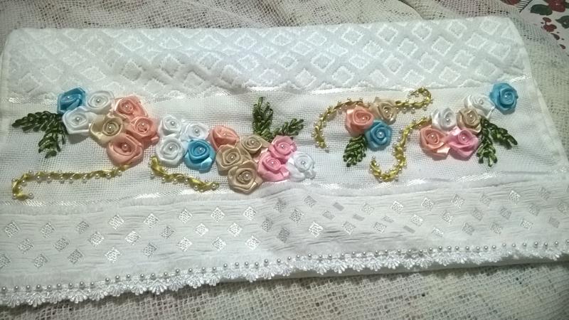 bordado con cintas en rosas