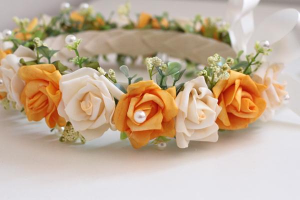 corona con flores de EVA