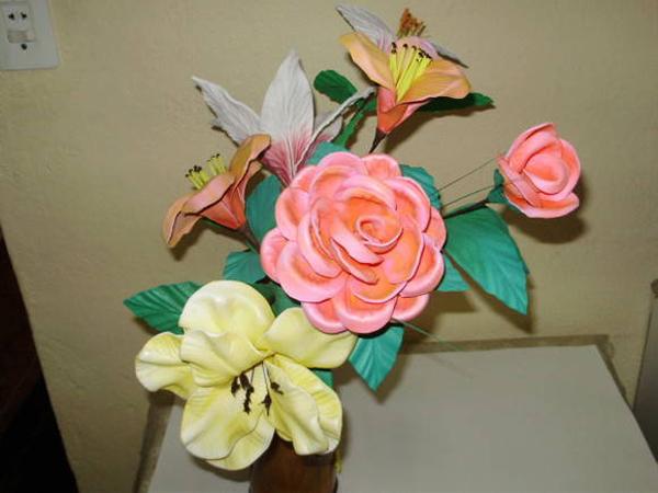 flores hechas de varios EVA