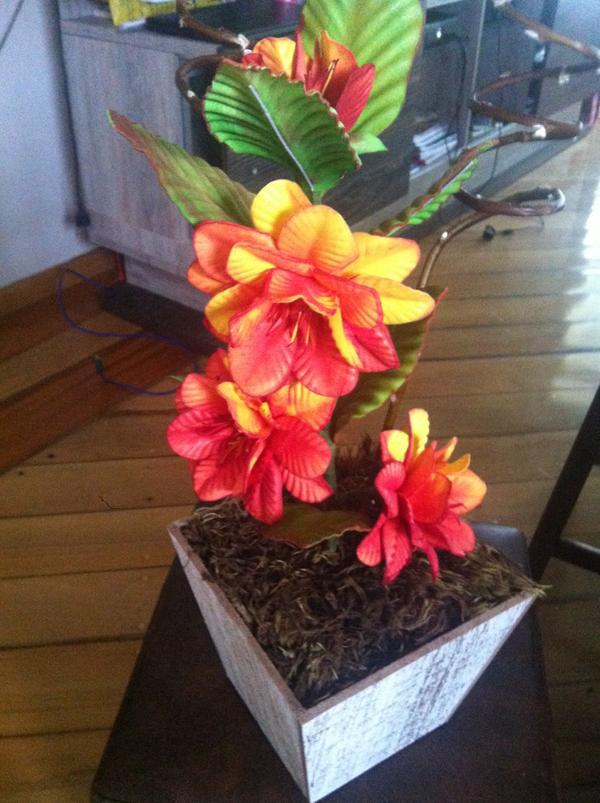 flores hechas de EVA en el arreglo