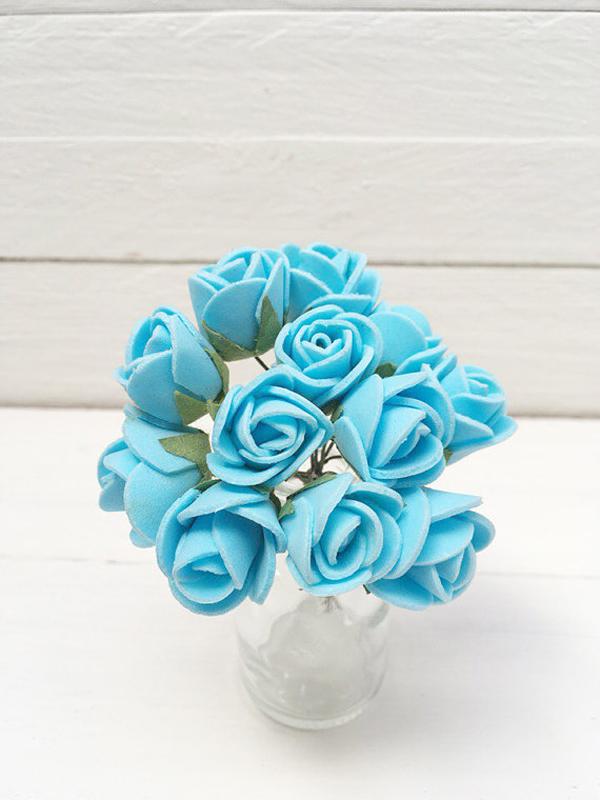 flor azul eva en arreglo