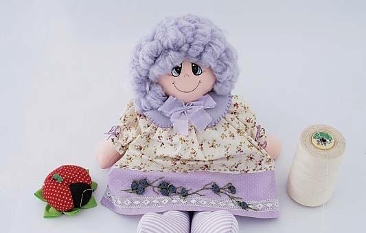 muñeca de tela púrpura