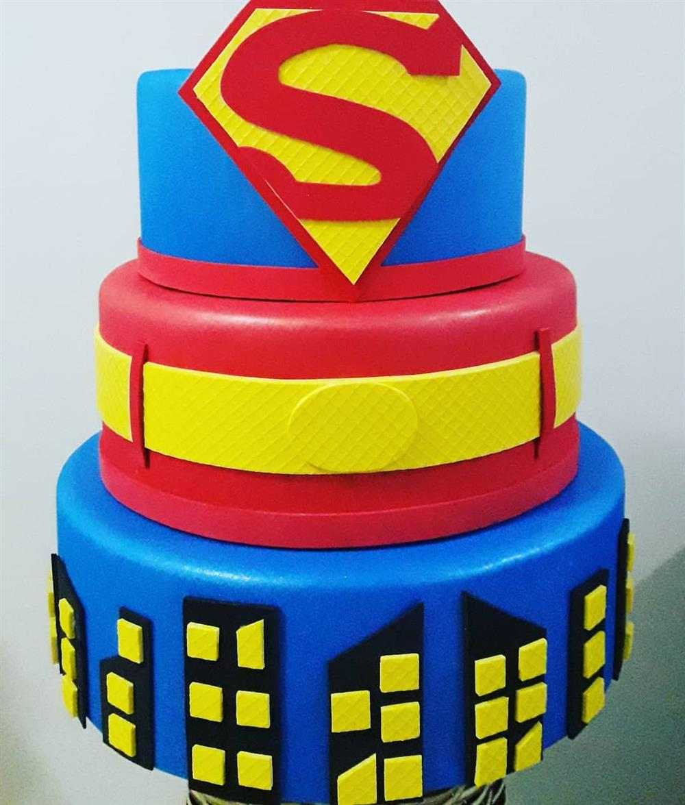 super man eva pastel falso