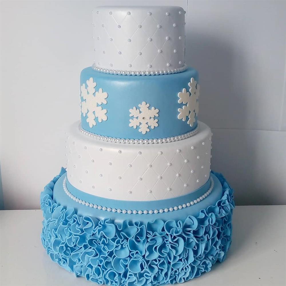 pastel falso eva blanco y azul congelado