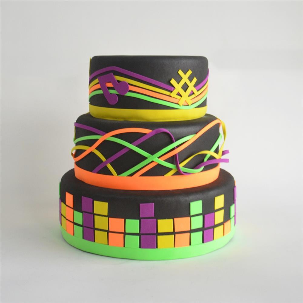 pastel de neón decorado