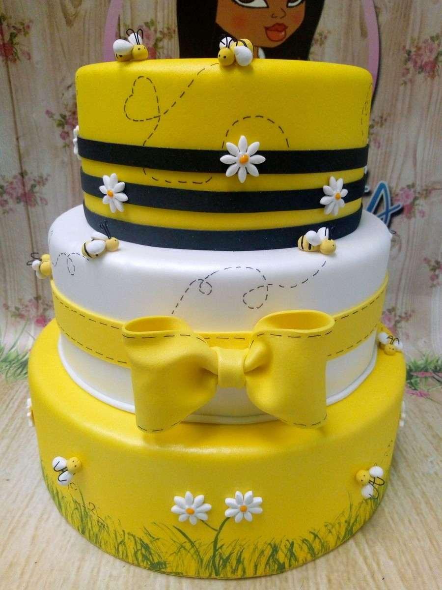 falso pastel de eva para fiesta de abejas