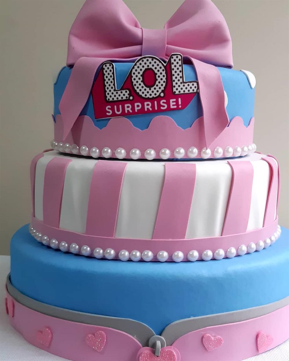 falso lol cake con arco