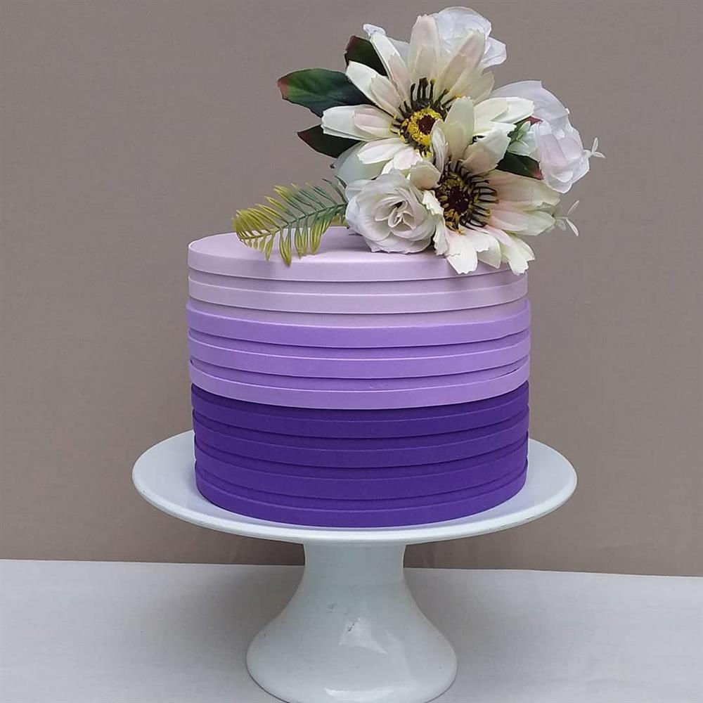 Eva degrada el pastel falso para el compromiso