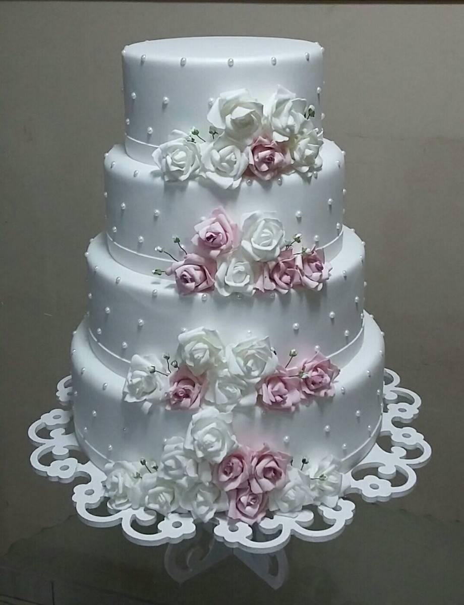 hermoso pastel de 4 pisos