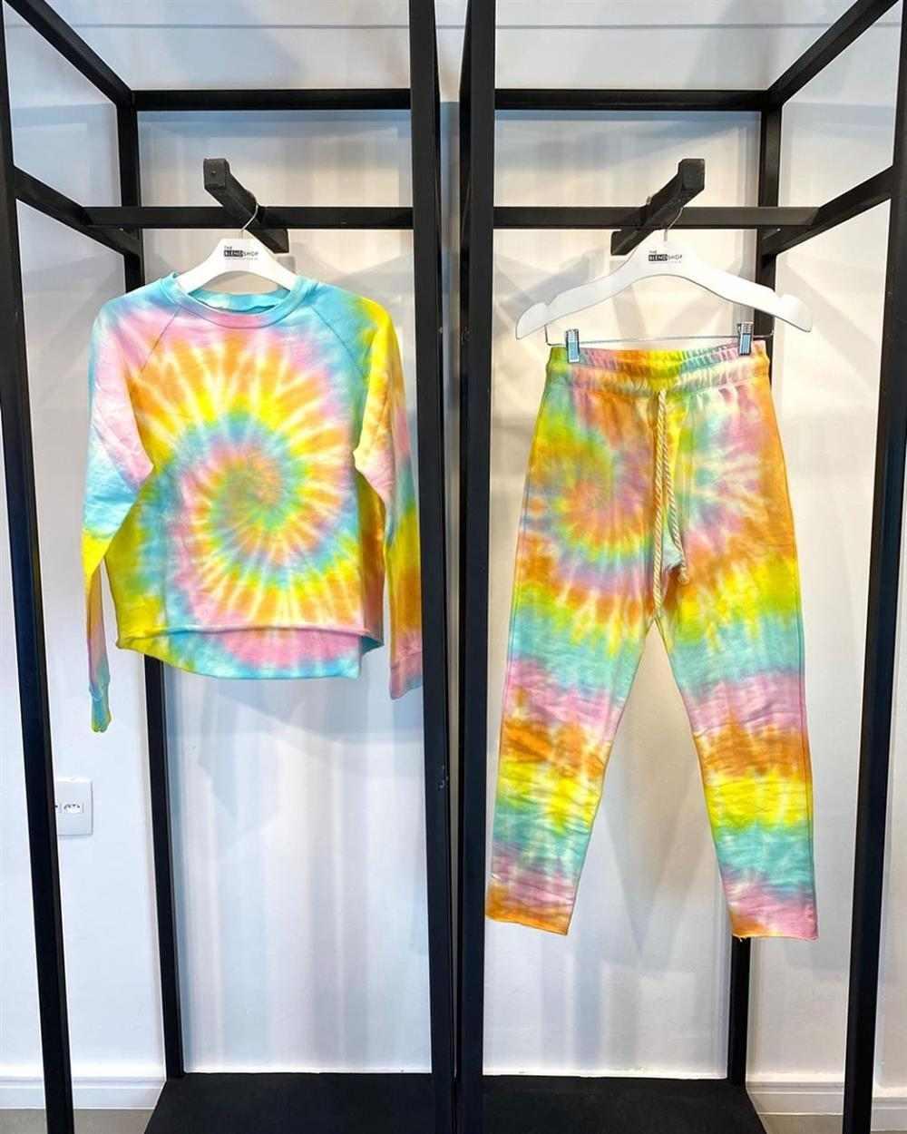 pantalones tie dye con blusa a juego