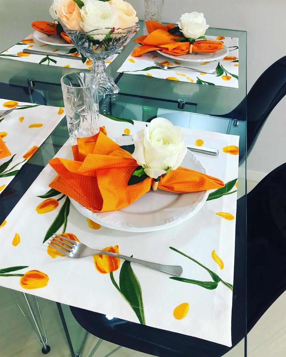 decoración con estampado de tulipanes