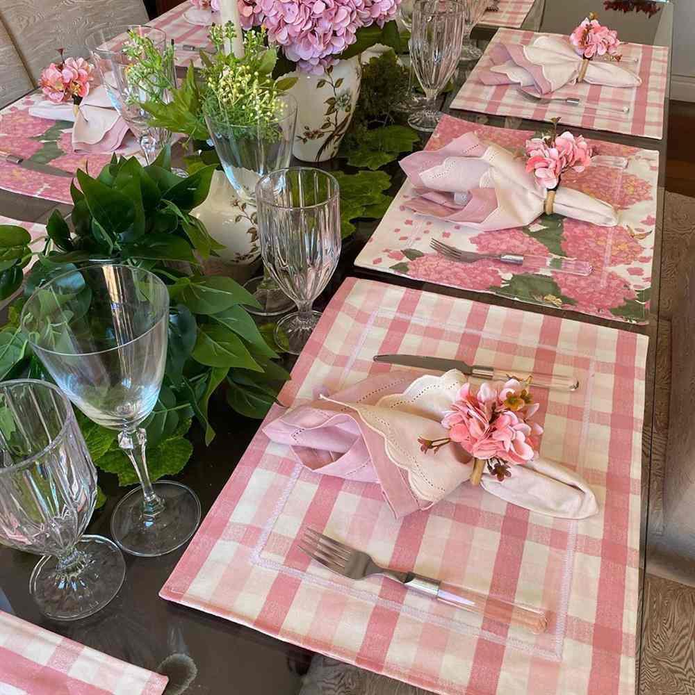 estampado de hortensias rosa con cuadros