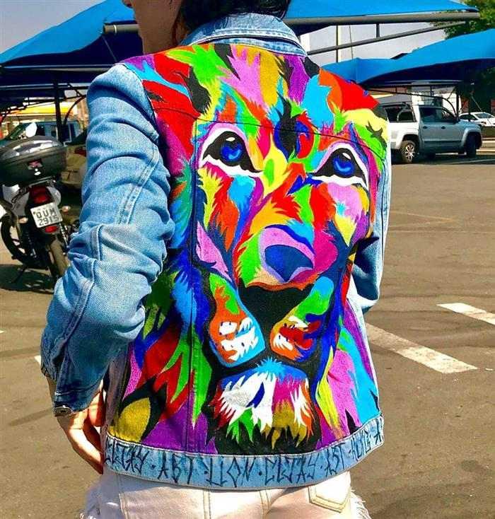 ropa vieja con diseños coloridos