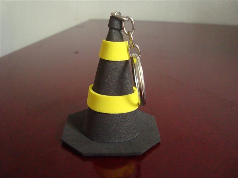 cono amarillo y negro