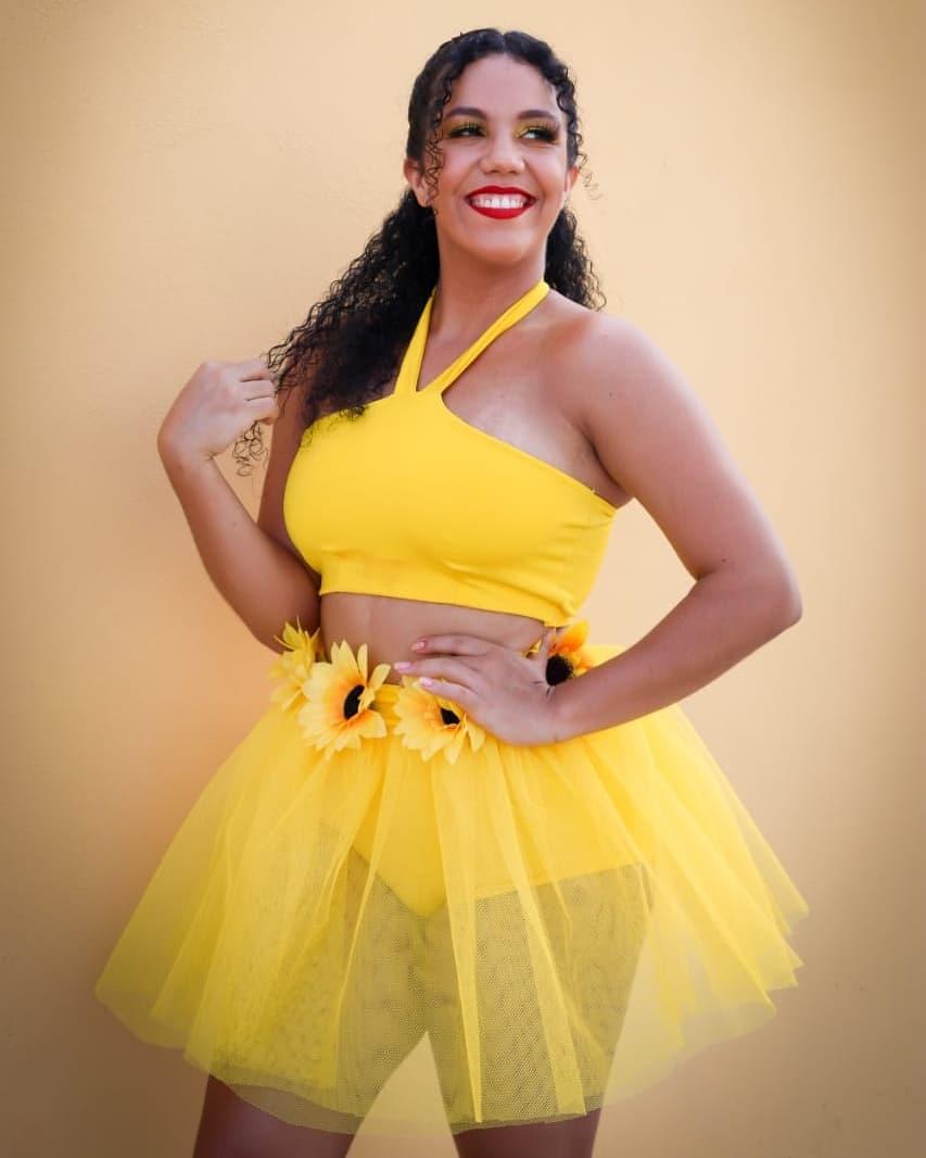 Disfraz de mujer amarillo