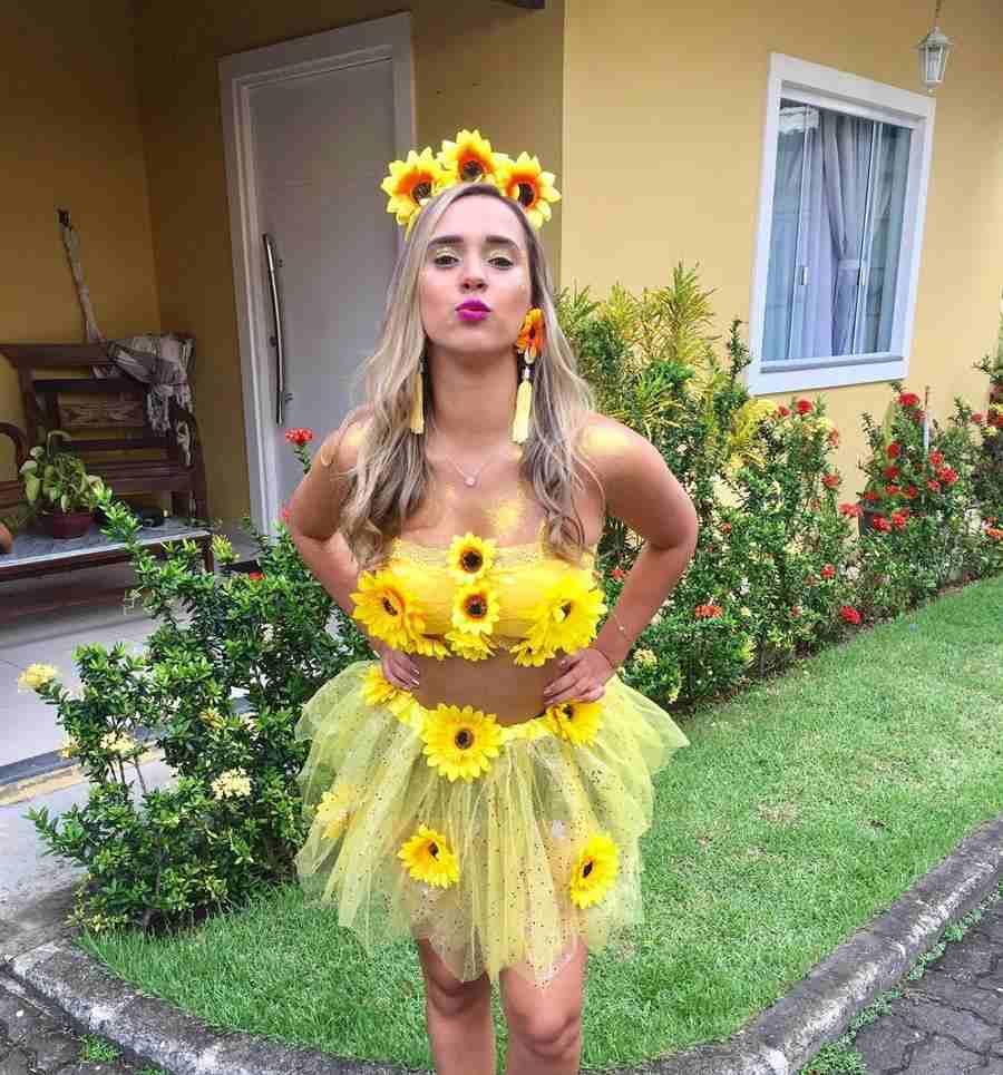 amarillo con flores