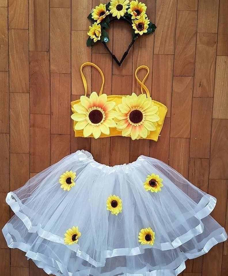 falda de tul blanco y top amarillo