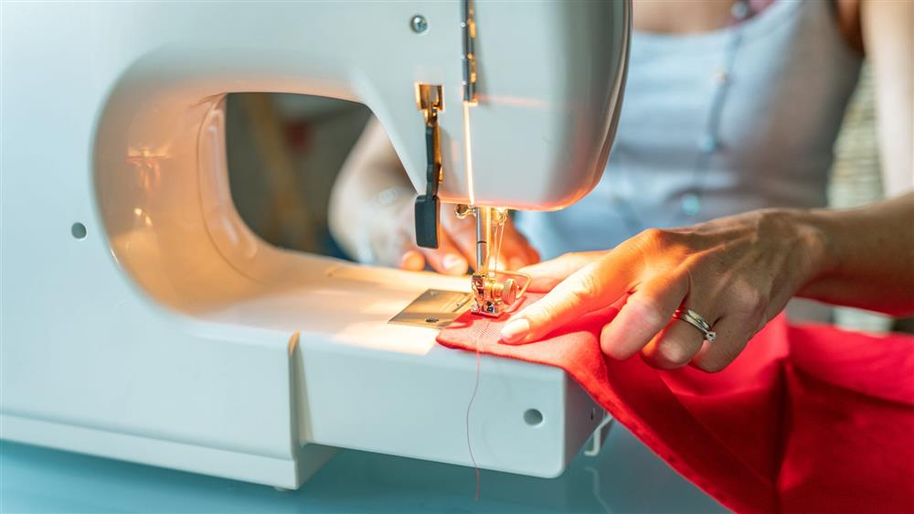 Cómo coser en la máquina de coser