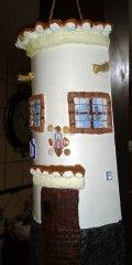 Teja decorada artesanal en relieve: Casa Colgada (Izq)