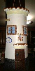 Teja decorada artesanal en relieve: Casa Colgada (Der)