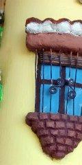 Teja decorada artesanal en relieve: Balcon Colgado (Detalle Ventana)